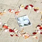 Livre de célébration avec fleur de jasmin en fond