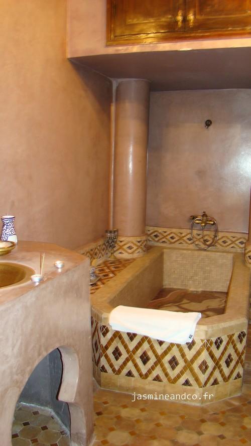 de la faence marocaine du cuivre autant de matires qui ont su me transporter et jimagine que cest bien l le souhait du propritaire ibn - Salle De Bain Marocaine Traditionnelle