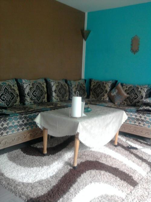 décoration salon chocolat turquoise
