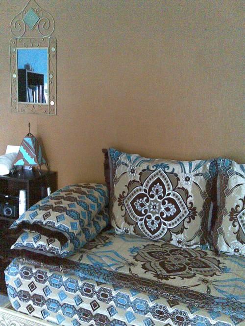 Salon marocain turquoise marron maison design - Salon turquoise ...