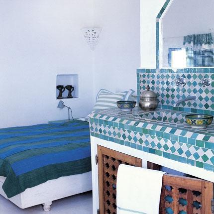 La fa ence marocaine et le zellige jasmine and co for Faience salle de bain bleu et blanc