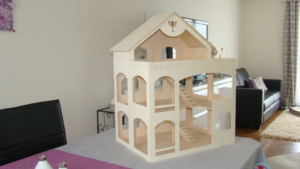 1 construire une maison de poup e jasmine and co for Comment construire maison en bois