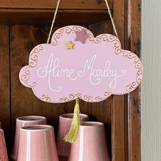 Une plaque de porte rose & or pour Aline Marley